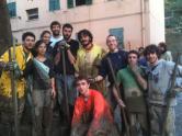 Gli scout con gli angeli del fango