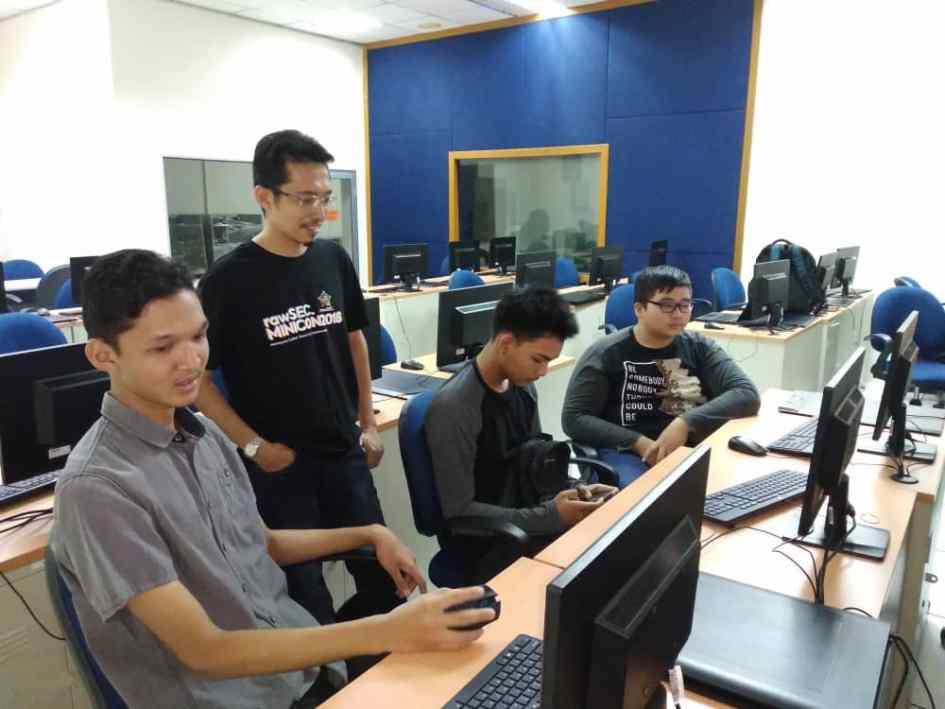 kursus web HTML kerjasama FSTM BTM KUIS dan KOFIXLABS