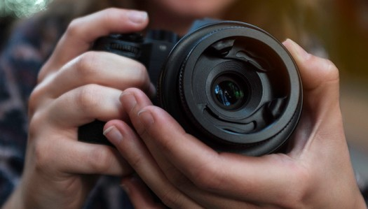 Fstoppers Reviews the Lensbaby Sol 45 f/3.5 Lens