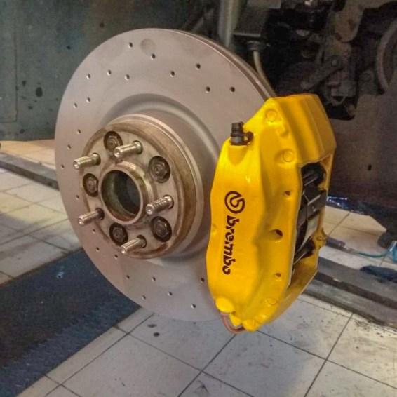 4-piston-big-brake_3