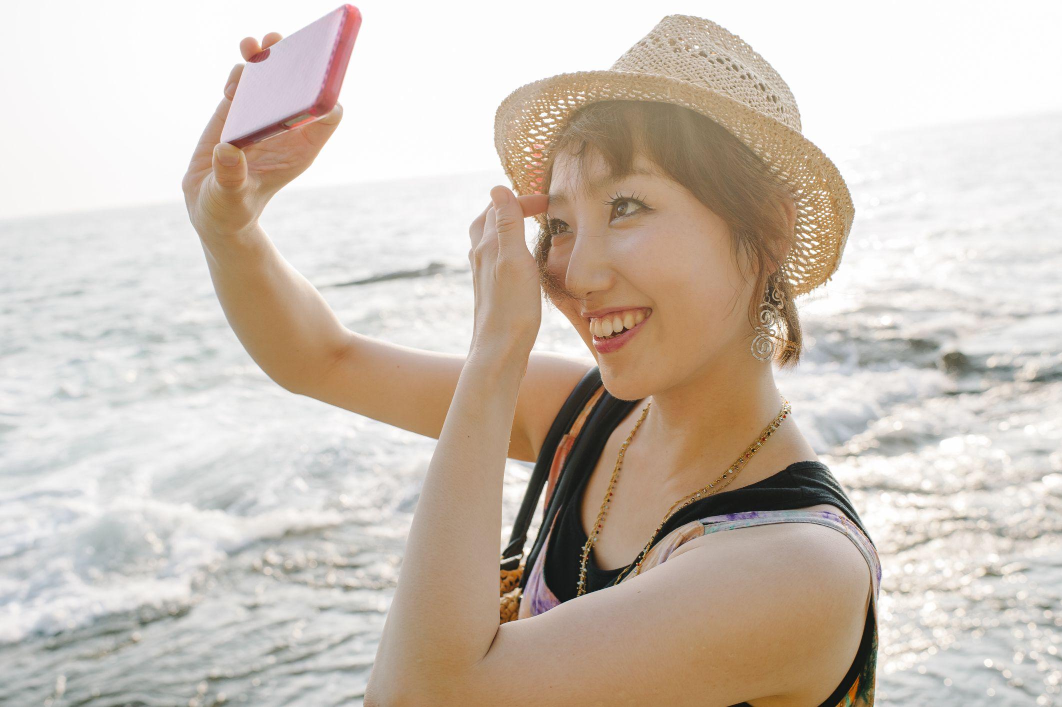 8 Etiquette Tips For Taking Selfies