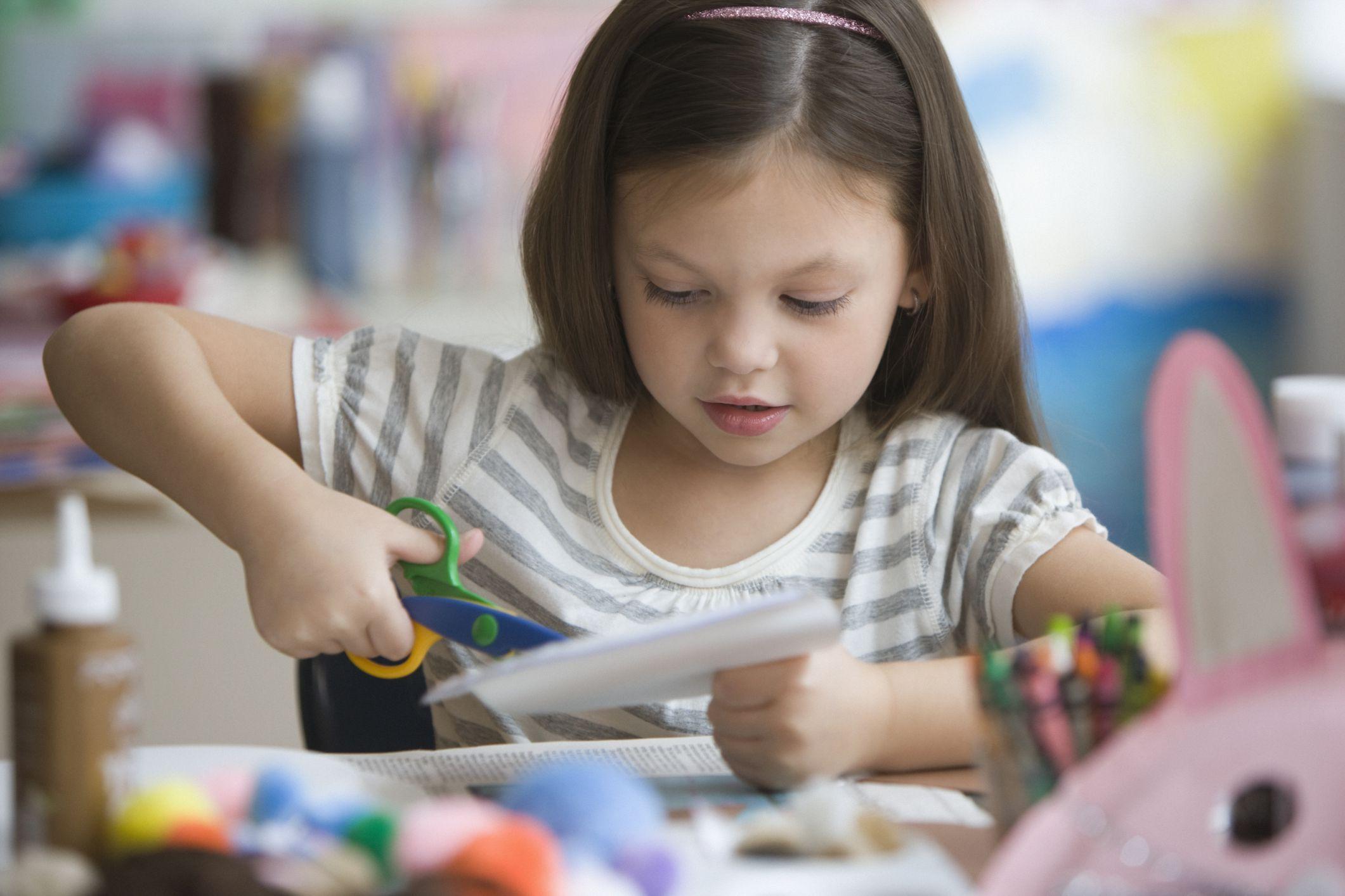16 Adorable Kids Crafts For Girls