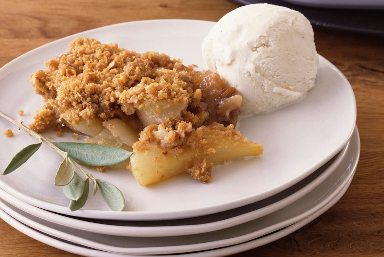 Traditional British Apple Crumble Recipe