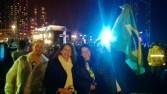 Na chuvosa Copacabana, depois do pronunciamento do Papa. Jean, Lili, Alessandra e eu. Foi tão legal que eu até SORRI na foto. Mas a luz escondeu.