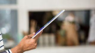 『Xperia Z4 Tablet』発表!世界最薄・最軽量の10型タブレット BTキーボードの組み合わせがカッコいい!iPad Air2とサイズ比較!
