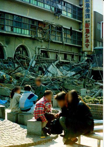 640px-Hanshin-Awaji_earthquake_1995_338