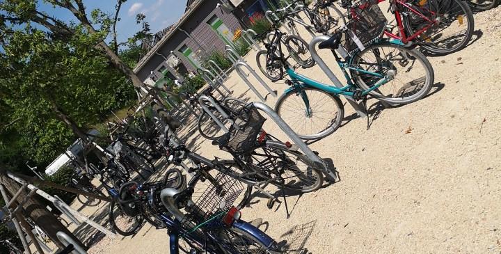 Fahrradparkplatz direkt am Eingang