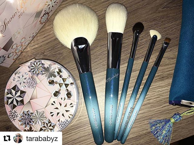 Thank you )‭This Hakuhodo set is sold out….‬The snow beauty is still available ) #Repost @tarababyz (@get_repost)・・・Got my @fudejapan order in  Hakuhodo Holiday brush set and Snow Beauty powder ... that compact tho' ️