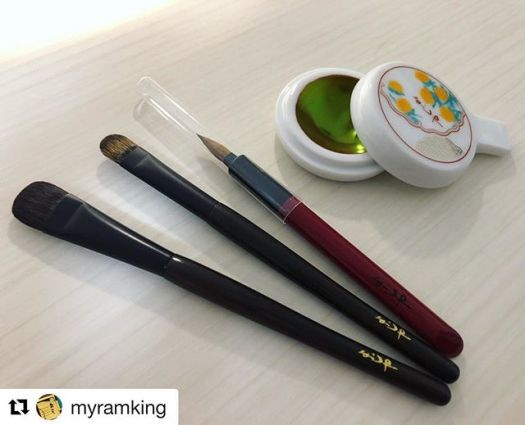 """#Repost @myramking with @get_repost・・・More pics to come,  but this is what I ordered from Yojiya. 2 Kokutan brushes, a lip brush and Kyobeni.  I ordered the brushes, then saw the traditional Beni and asked for it afterwards, since I was doing cash on delivery. So beautiful! That iridescent green is amazing. I don't think I'll use this though. Too breath-taking to """"ruin"""". ️ It turns to a lovely red upon using with a wet brush (see @cecilialamb's page for her swatching her Beni a few months back.)  Thank you to Toshiya @fudejapan for helping me to order from Yojiya's website. And thank you to @crs_ty24 for sharing her lippie brush photos with me! ..