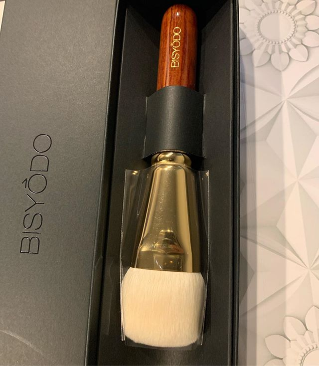 #bisyodo foundation brush Saikoho 10000 yen