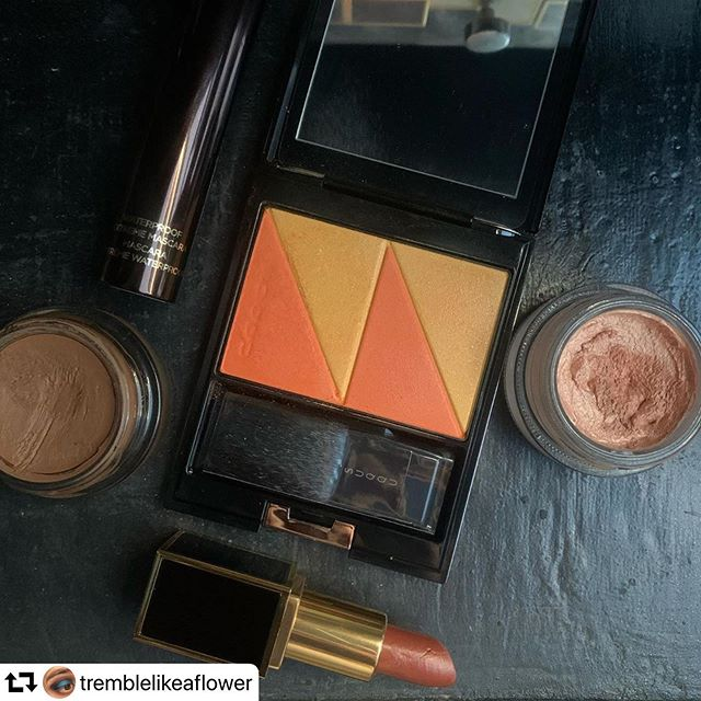 #repost @tremblelikeaflower・・・Trying out #PureColorBlush 119 #Mikangasane today. I used heavy duty tape to remove the hardpan and will be keeping an eye on how long it takes to return. It was necessary though, because even a scratchy brush was unable to dislodge any powder..The blush is very orange, and the yellow (at least on me) is more of a soft gold highlight. The yellow portion does contain small sparkles, which aren't my favourite highlight inclusion but at least they're small..Happy Friday!