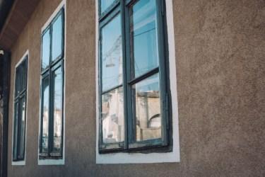 窓をおしゃれなものにすると家の外観もおしゃれに!