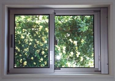 窓用ガラスシート!断熱からおしゃれものまで100均で揃う!