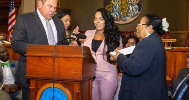Dominicana de Bánica jura como jueza municipal de Newark