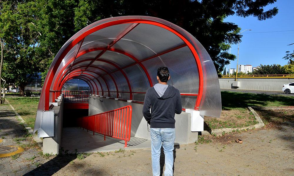 Túnel a la entrada de Santiago entra en funcionamiento
