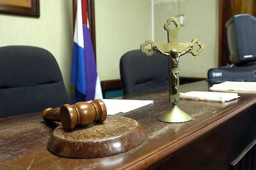 Condenan ginecólogo a 15 años de prisión por agresión sexual a sus pacientes