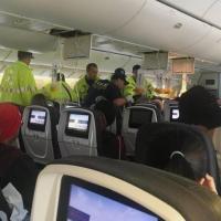VIDEO: Salen volando al techo de un avión de Air Canada tras intensa turbulencia