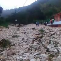 VIDEO: Así fue la crecida del arroyo Bretón que sepultó 18 viviendas en Polo, Barahona