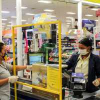 Grupo Ramos instala mamparas en sus tiendas y supermercados para frenar el COVID-19