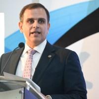 Ministro de Hacienda dice no encontró ni un chele para cubrir programa FASE hasta diciembre