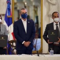 Gobierno firma acuerdo con AstraZeneca para compra 10 MM de vacunas contra la Covid-19