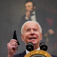 Biden anuncia viajeros que lleguen a EEUU deberán hacer cuarentena