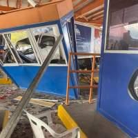 Camión de los Comedores Económicos se estrella contra peaje Circunvalación Norte