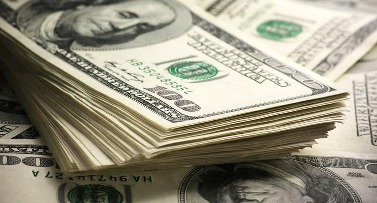 Casas de cambio del AICM venden dólar en 19.27 pesos