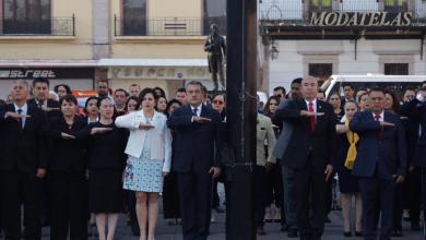 Encabeza Raúl Morón izamiento de Bandera Nacional en Plaza Melchor Ocampo