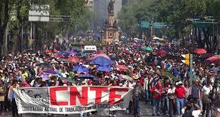 Marchan maestros de la CNTE del Zócalo a la Cámara de Diputados