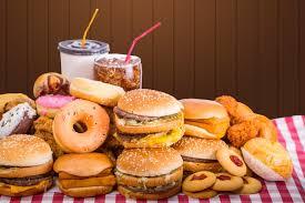 Analizan factores de riesgo y vínculos entre autolesiones y trastornos alimenticios