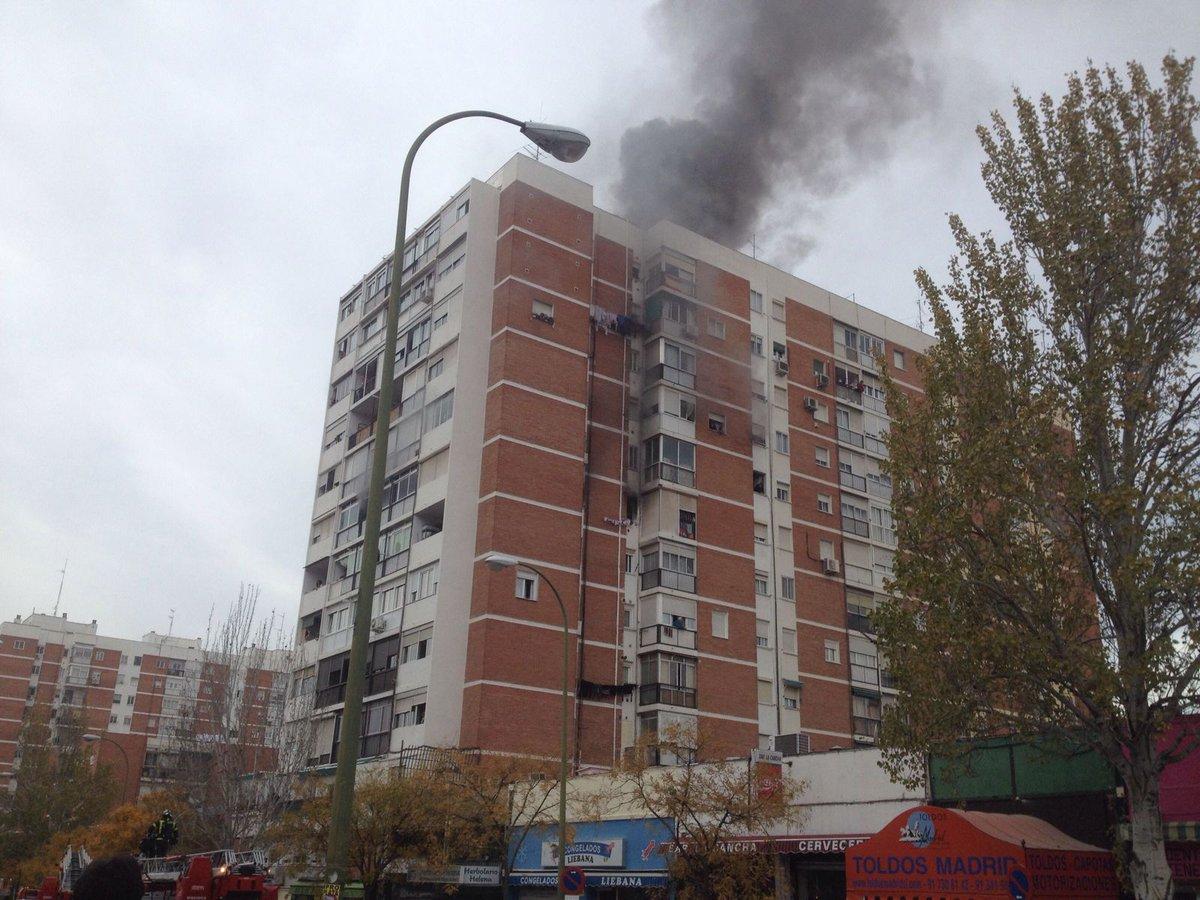 Una fallecida y m s de 20 heridos en un incendio en una - Pisos barrio del pilar madrid ...