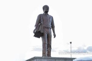 monumento homenaje a Juanito el Cartero
