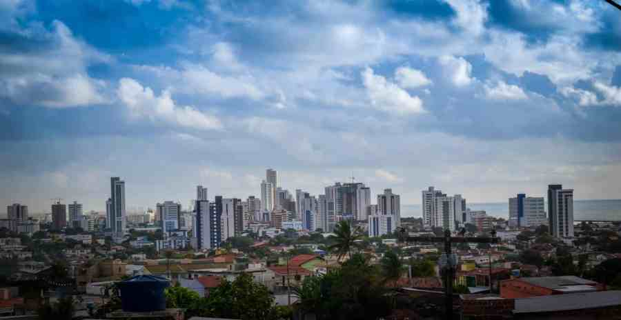 O que fazer em Recife e Olinda. Vista de Olinda e Recife. Foto: André Canavelo | Flickr