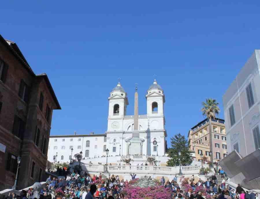 Piazza di Spagna. Roteiro de um dia pelo centro turístico de Roma, Itália