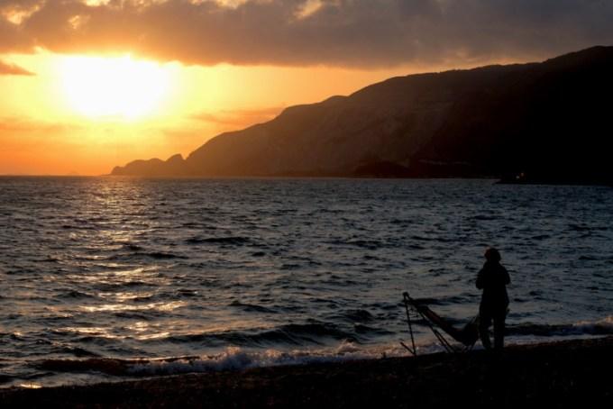 田井浜キャンプ場|日の出とそれを眺める人