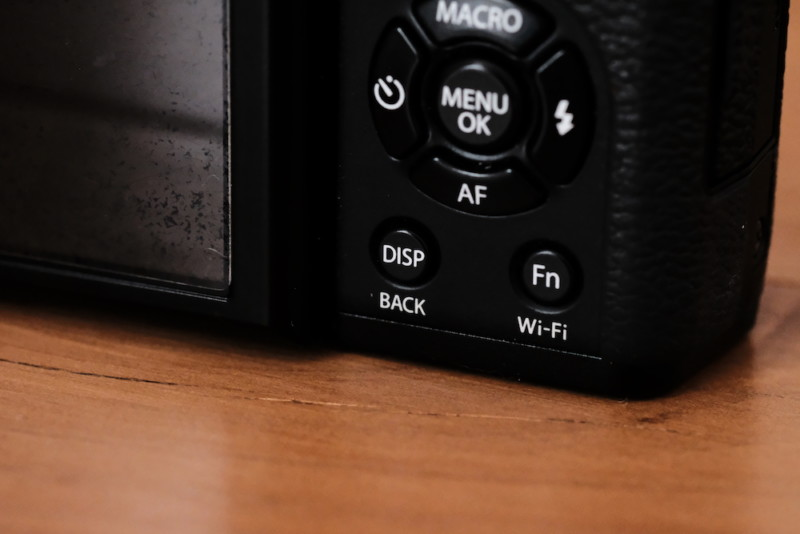 X30(FUJIFILM) DISP/BACKボタン