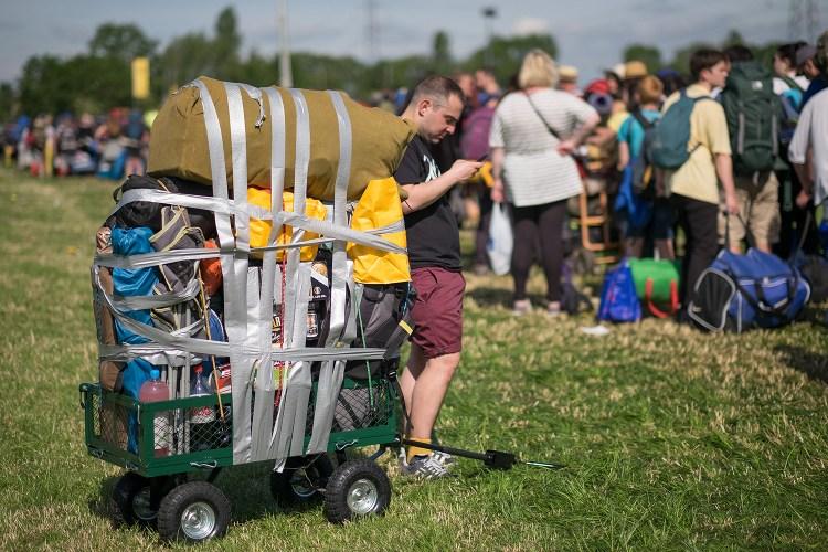 Revelers arrive at Glastonbury Festival 2015. June 24 2015.