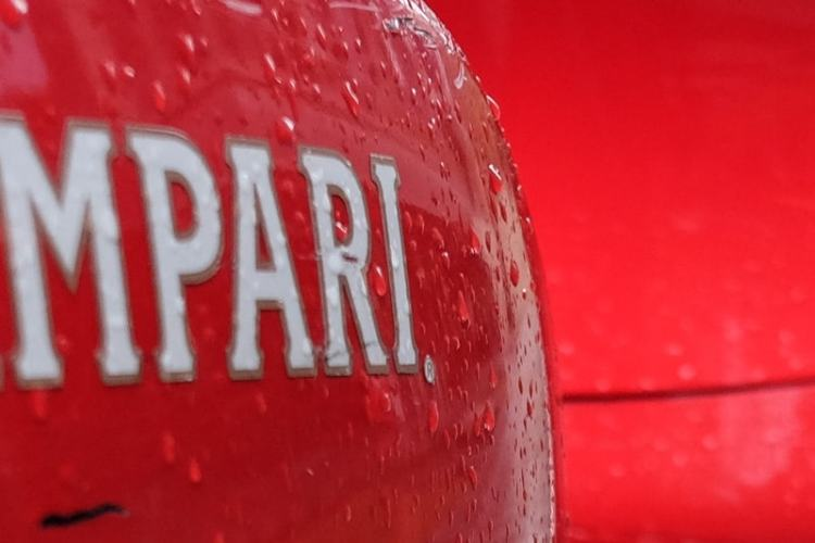 1-1-view-of-the-red-vespa-very-sharp-image