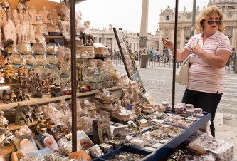 Vatican gift stall (2). XF10-24mm, 1/140sec at f8, ISO 200.