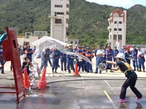 女性防火クラブによる水バケツ消火競技の部