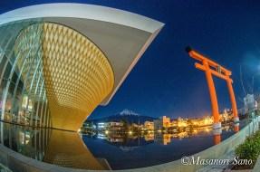 世界遺産センターから月明かりの富士山
