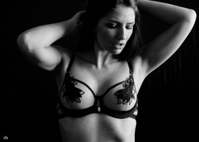 Bernadette Kaspar - black and white - Tageslicht - Lingerie | Portrait | Fujifilm | X-T1 | 35mm