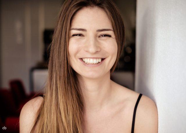Bernadette Kaspar - color - Tageslicht - smile | Portrait | Fujifilm | X-T1 | 35mm