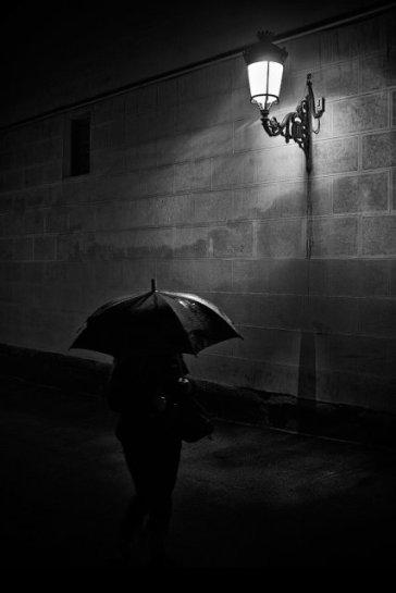 """""""Sola en la noche"""" por Javier Mirón, con Fuji X100s"""
