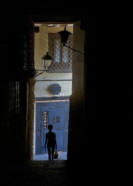 """""""Un alien en Cuenca"""" por Javier Mirón, con Fuji X-T1."""
