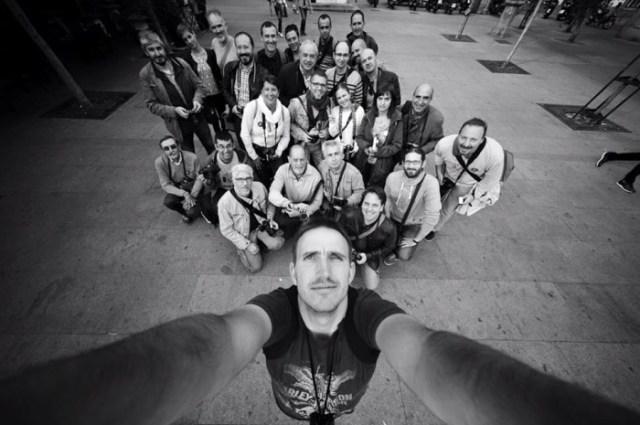"""""""Selfie colectivo"""" de la IV kedada de Fujistas en Madrid, por Adrián Fernández López."""