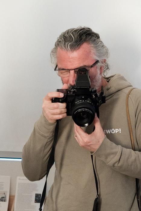 Jose Luis Revuelta probando la GFX 50S + GF 63mm f/2.8 R wR.