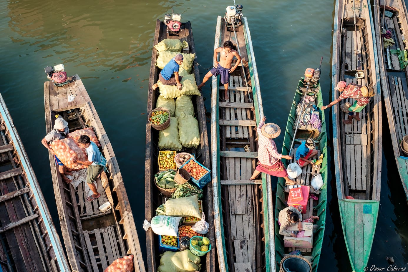 """""""Mercados asiáticos"""" por Óscar Cabezas. X-T10 + XF 10-24mm F4."""
