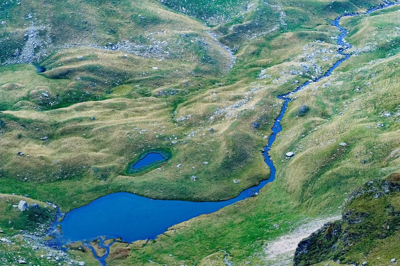 """Negoiu, pequeño lago visto desde la cima"" por Jesús Soriano. X-T2 + XF 90mm F2."